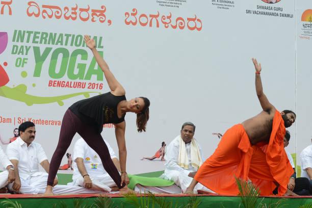 Bipasha Basu Bollywood Actress Shwaasa Guru Sri Vachananda Swamiji and Karnataka CM Siddaramaiah at Kanteerava Stadium on International Yoga Day on...