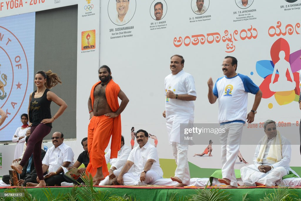 R Bipasha Basu Bollywood Actress Shwaasa Guru Sri Vachananda Swamiji Ananth Kumar Minister of Chemicals and Fertilizers DV Sadananda Gowda Minister...