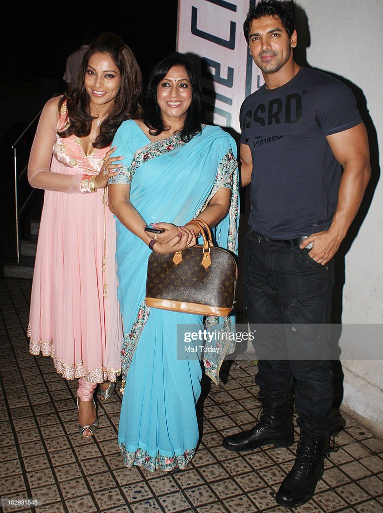 Bipasha Basu with her mother Mamta and John Abraham at the screening of the film Lamhaa in Mumbai on July 15 2010