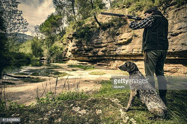 bird hunter shooting - hunting dog stock pictures, royalty-free photos & images