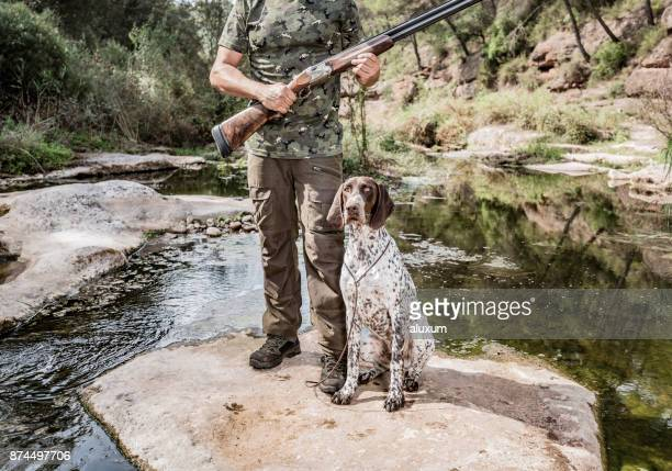 bird hunter with german shorthaired pointer - german shorthaired pointer stock pictures, royalty-free photos & images