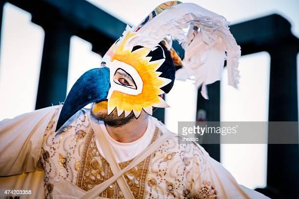 bird mann performer im beltane fire festival, edinburgh - schnabel stock-fotos und bilder