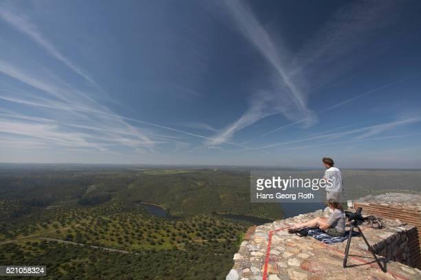 bird watching at castillo de monfrague - estremadura stock-fotos und bilder