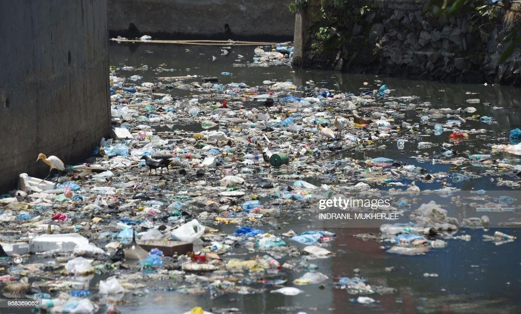 INDIA-ENVIRONMENT-PLASTIC : News Photo
