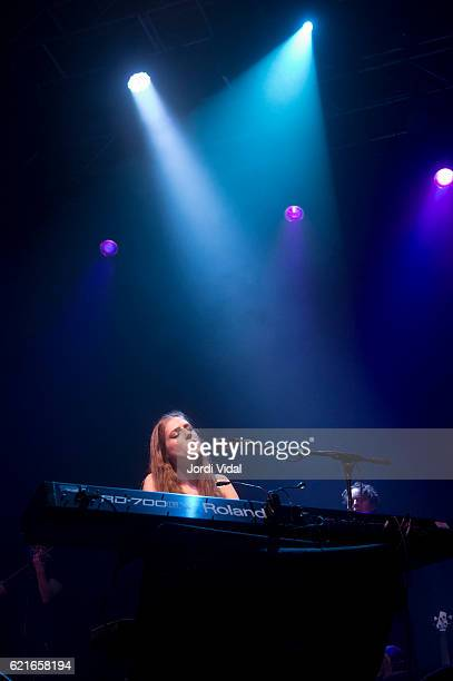 Birdy performs on stage at Sala Razzmatazz on November 7 2016 in Barcelona Spain