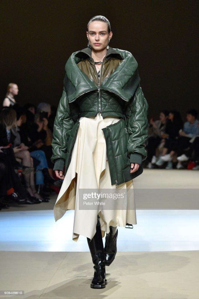 Alexander McQueen : Runway - Paris Fashion Week Womenswear Fall/Winter 2018/2019 : Nieuwsfoto's