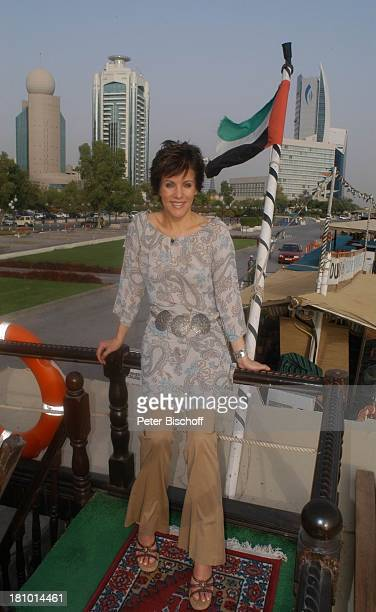 Birgit Schrowange Dampferfahrt über den Creek Dreharbeiten zur RTLLifestyleShow Life Die Lust zu leben Dubai Vereinigte Arabische Emirate VAE...