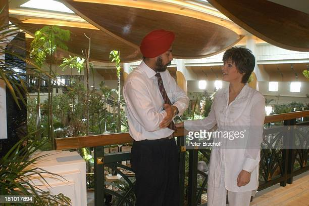 Birgit Schrowange Hotel Grand Hyatt indischer Hotelangestellter am Rande der Dreharbeiten zur RTLLifestyleShow Life Die Lust zu leben Dubai...