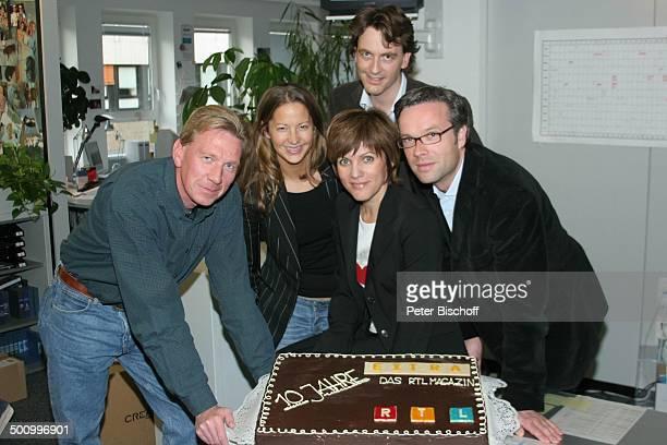 Birgit Schrowange und Ihr Team RTLMagazin Extra Köln 10jähriges Jubiläum Jahre Torte Kuchen Redaktion Promi PNr 1289/04 AB Foto PBischoff/CD...