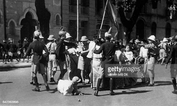 Birma, British colonial policy Policemen of the British colonial power are taking actions against demonstrators in Rangoon - 1939