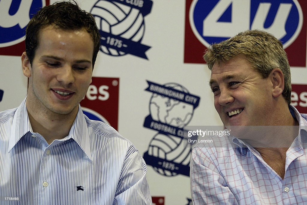 Birmingham City signing Stephen Clemence (L) with manager Steve Bruce during a press conference at Kings Norton in Birmingham, England on January 10, 2003.
