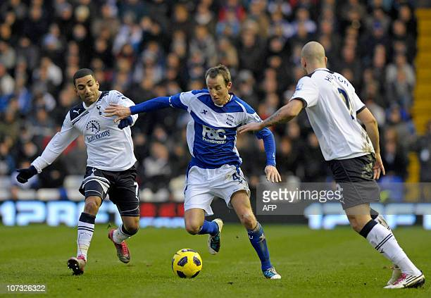 Birmingham City's English midfielderLee Bowyer vies with Tottenham Hotspur's English midfielder Aaron Lennon and Scottish defender Alan Hutton during...