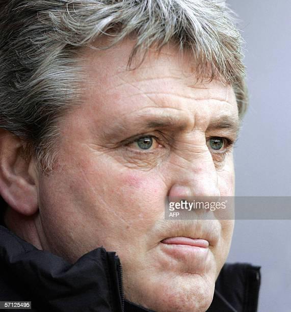 Birmingham, UNITED KINGDOM: Birmingham City's manager Steve Bruce waits for the start of his English Premiership football match against Tottenham, 18...