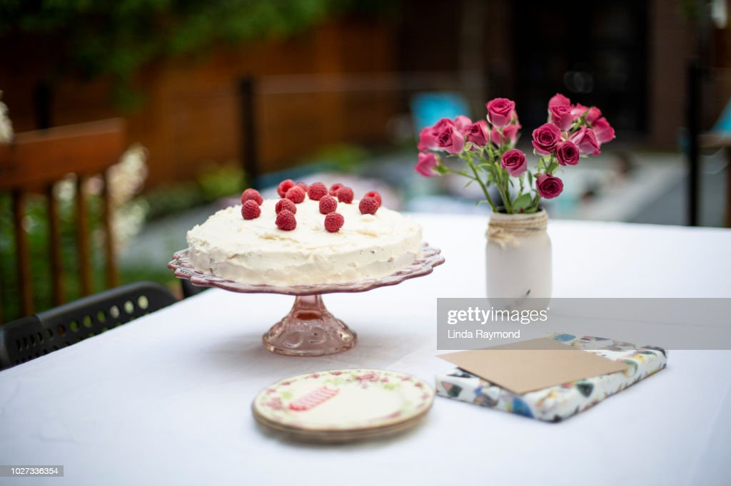 Birthday Cake Present And Greeting Card On A Table Stock Foto