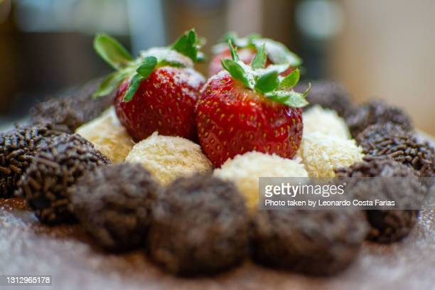 birthday cake - leonardo costa farias stock pictures, royalty-free photos & images