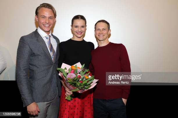 Birthday girl Lisa Vicari receives a bouquet of flowers from Dennis Mojen and show runner Oliver Kienle during the premiere of the Netflix film Isi...