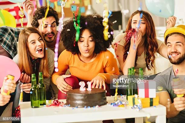 festa de aniversário - soprando - fotografias e filmes do acervo