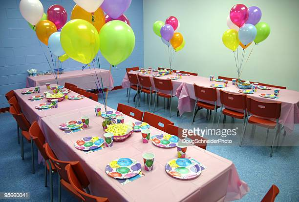 birthday party tables - paper plate stock photos and pictures