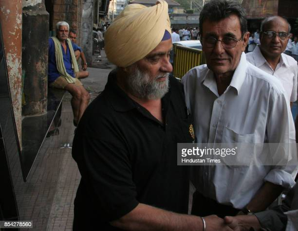Bishen Singh Bedi and Salim Durrani at the funeral of former cricketer Hanumant Singh at Chandanwadi crematorium