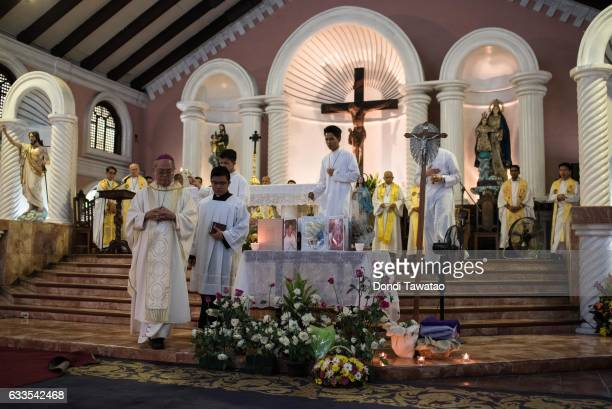 Bishop Deogracias Iniguez delivers mass for victims of the drug war on February 2 2017 in Manila Philippines Philippine president Rodrigo Duterte...