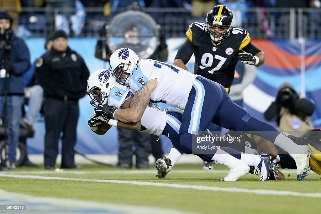 Bishop Sankey #20 of the Tennessee Titans scores a touchdown as he is pushed by his teammate Taylor Lewan #77 during the first quarter of the game against the Pittsburgh Steelers at LP Field on November 17, 2014 in Nashville, Tennessee.
