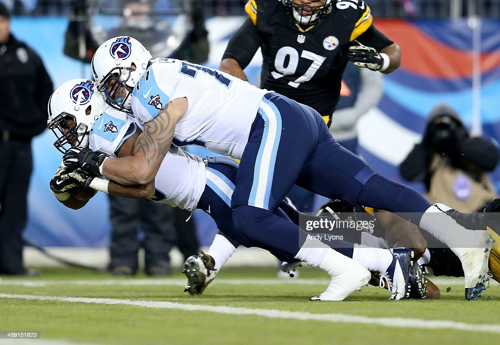 Bishop Sankey #20 Tennessee Titans scores a touchdown with the help of his teammate Taylor Lewan #77 during the game against the Pittsburgh Steelers at LP Field on November 17, 2014 in Nashville, Tennessee.