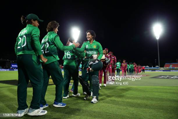 Bismah Maroof of Pakistan celebrates victory with team mates after hitting the winning runs during the ICC Women's T20 Cricket World Cup match...