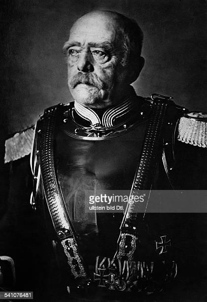 Bismarck Otto von *18151898Politiker D1862 1890 MP Preussen1871 1890 ReichskanzlerAltersporträt in Kürassieruniform
