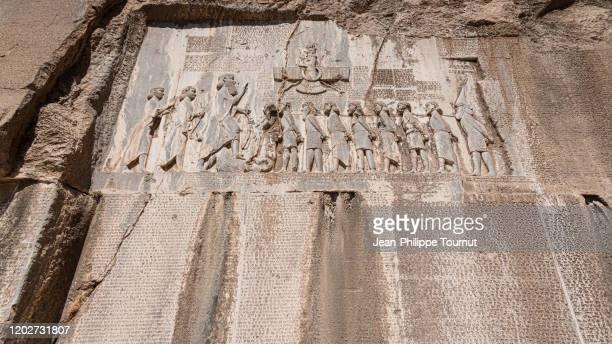 bisotun inscription / behistun inscription, a rock relief and message from darius the great (5th century bc), zagros mountain, kermanshah province, iran - ダレイオス1世 ストックフォトと画像