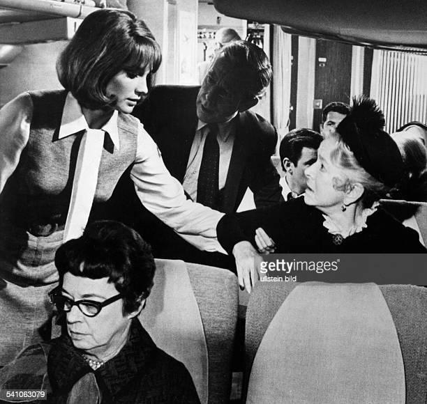 Bisset Jacqueline *Schauspielerin GB mit Helen Hayes in dem Film 'Airport' nach Arthur Hailay 1970