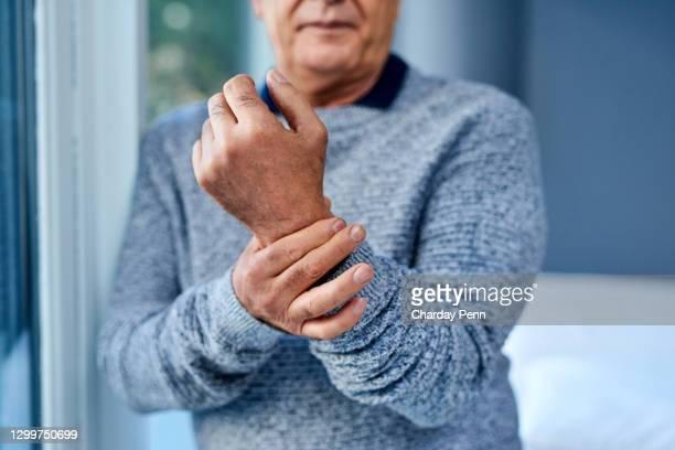 炎症のビットは、多くの痛みを引き起こす可能性があります - 手首 ストックフォトと画像