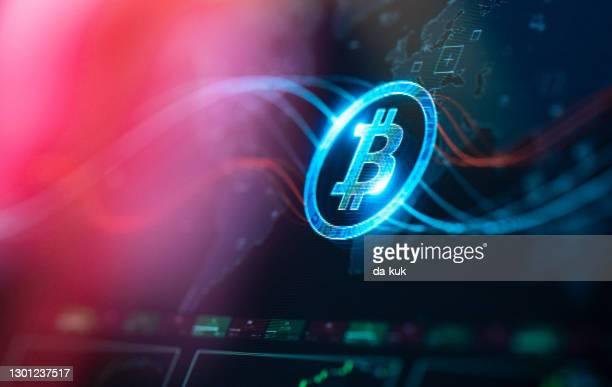 デジタル画面でビットコインコンセプト - ビットコイン ストックフォトと画像