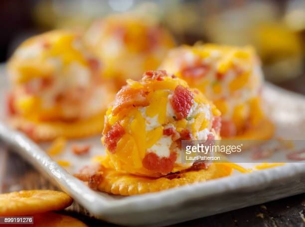 Bite Size Bacon and Cheddar Cheese Ball with Crackers