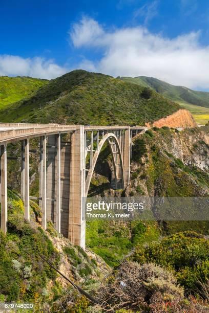 bixby creek bridge - küstenlandschaft fotografías e imágenes de stock