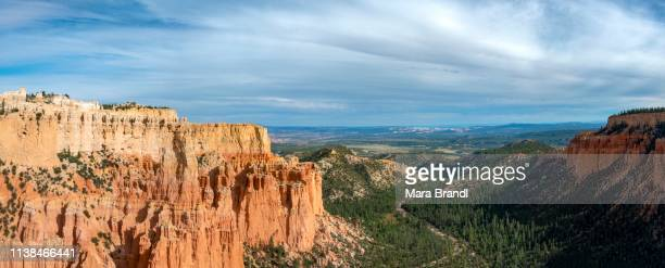 bizarre rocky landscape, reddish sandstone formations, canyon, paria view, bryce canyon national park, utah, usa - paria canyon stock pictures, royalty-free photos & images