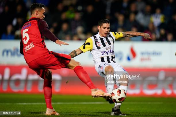 Bjarne Thoelke of Admira and Dominik Frieser of LASK compete for the ball during the tipico Bundesliga match between LASK and FC Admira Wacker at TGW...