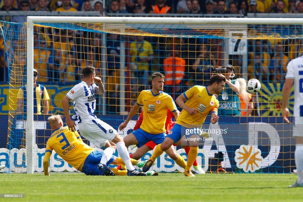 Bjarne Thoelke of Karlsruhe shoot the Goal 1:1 during the Second Bundesliga match between Eintracht Braunschweig and Karlsruher SC at Eintracht Stadion on May 21, 2017 in Braunschweig, Germany.