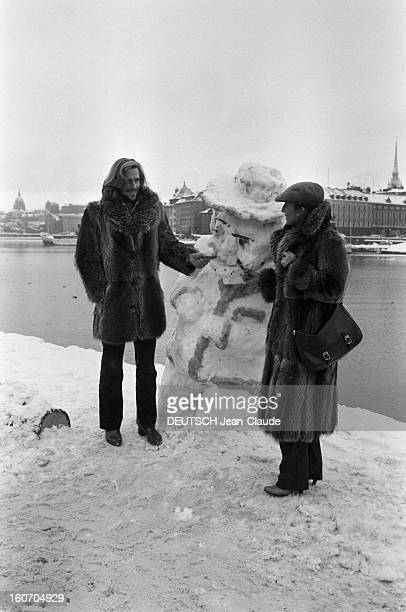 Bjorn Borg In Sweden. Stockholm, janvier 1979. Le tennisman Bjorn BORG et sa fiancée Mariana SIMIONESCU tous deux vêtus d'un manteau de fourrure,...