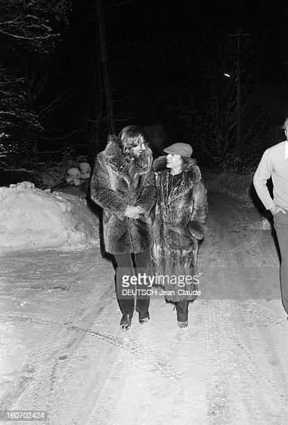 Bjorn Borg In Sweden. Stockholm, janvier 1979. Promenade dans les rues enneigées de Stockholm pour le tennisman Bjorn BORG et sa fiancée Mariana...