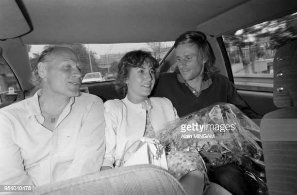 Björn Borg célèbre sa 6ème victoire à RolandGarros en compagnie de sa femme Mariana Simionescu et de son entraîneur Lennart Bergelin à paris le 7...
