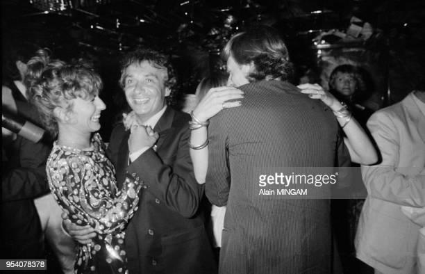 Björn Borg célèbre son 27ème anniversaire avec sa femme Mariana Simionescu et Michel Sardou et sa femme Élisabeth Haas le 6 juin 1983 à Paris France