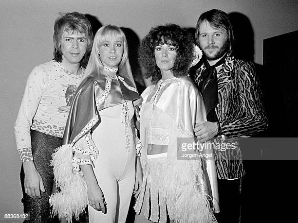 Björn Ulvaeus Agnetha Fältskog AnniFrid Lyngstad and Benny Andersson of the pop group Abba pose backstage for a group shot in January 1975 in...