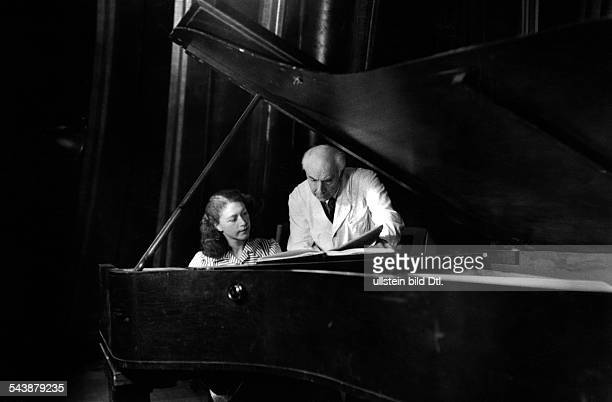BlacherHerzog Gerty pianist Germany*with the conductor Robert Heger during a rehearsal Photographer Charlotte Willott 1953Vintage property of...