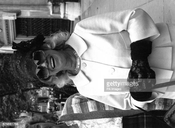 Black and white library file 1972951 dated 16681 of showbusiness legend Dorothy Squires exwife of film star Roger Moore who today celebrated victory...