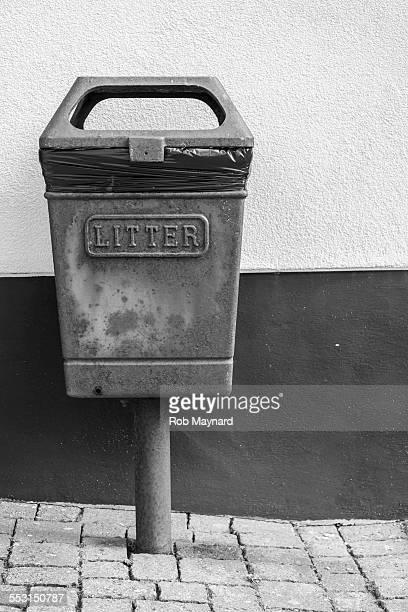 Black and white litter