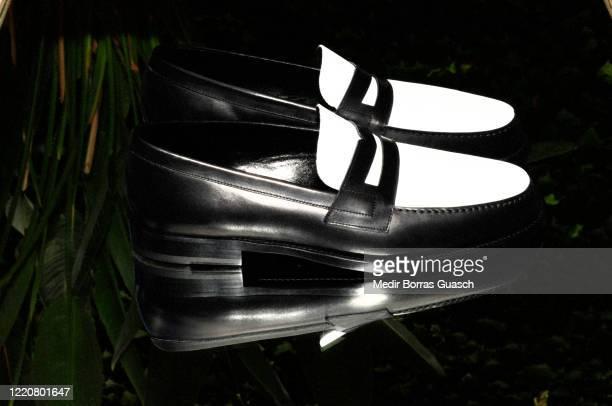 black and white loafer - passarela palco imagens e fotografias de stock