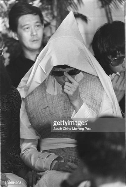 Black and white photo. Widow of Bruce Lee Siu-lung, Linda Lee Cadwell, is accompanied by the friends and relatives at the funeral of the famous...