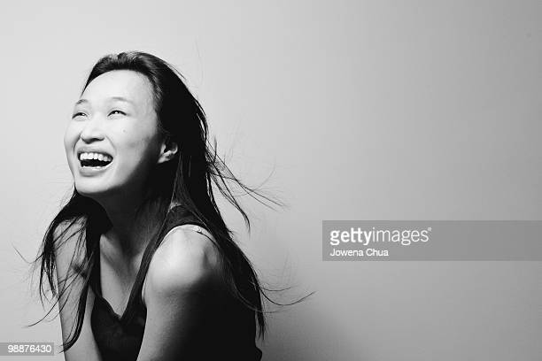 black and white portrait of asian girl - zwart wit stockfoto's en -beelden