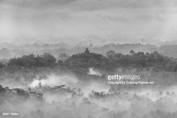black and white scene of the borobudur from the puthuk setumbu hill, central java, indonesia. - copyright by siripong kaewla iad ストックフォトと画像