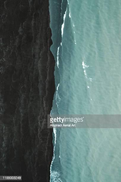 black beach and the atlantic ocean, iceland - paesaggio marino foto e immagini stock